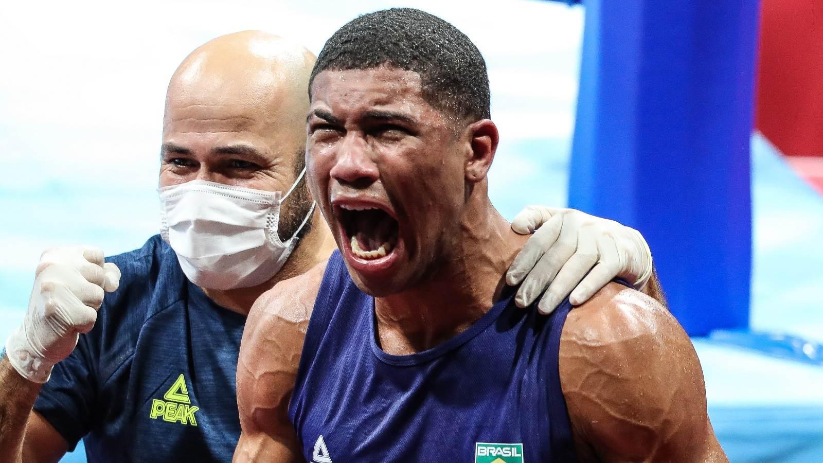 Hebert Conceição comemora a conquista do título olímpico no boxe em Tóquio