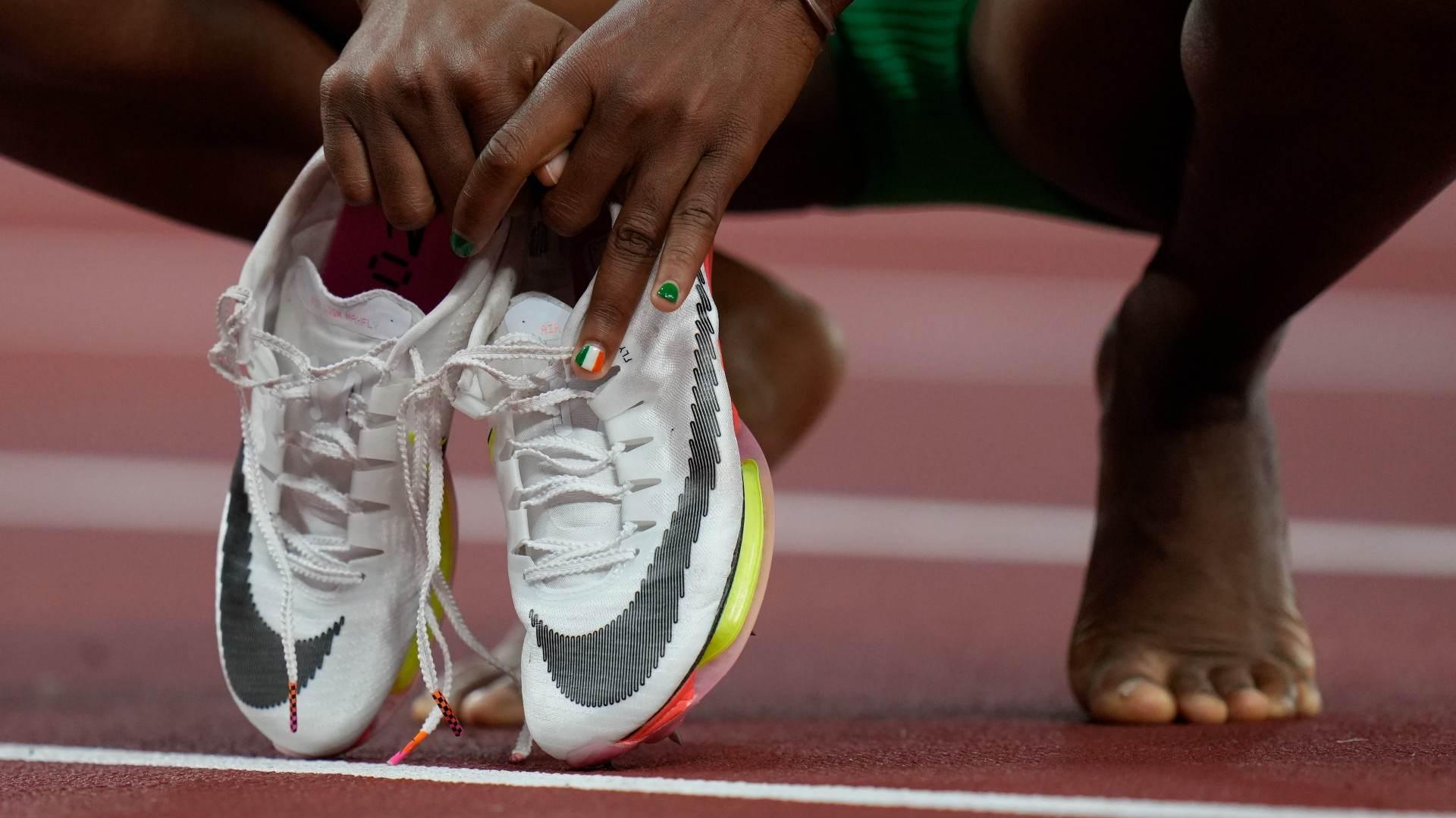 Tecnologia em calçado de atletas gera debate