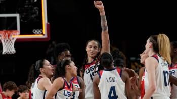 O time japonês, surpresa absoluta na final do basquete, entrou em quadra para desfrutar do momento; americanas chegam a 55 jogos olímpicos sem perder