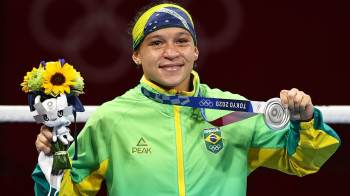 Beatriz Ferreira descarta boxe profissional e vai seguir na modalidade olímpica para ganhar o ouro nos Jogos Olímpicos de Paris-2024
