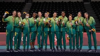 Derrotas em finais no vôlei e no boxe durante a madrugada não impediram o país de terminar os Jogos em 12º lugar