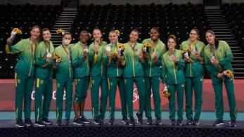 Na última participação da delegação brasileira em Tóquio, seleção brasileira é atropelada pelas rivais e sai derrotada por 3 sets a 0
