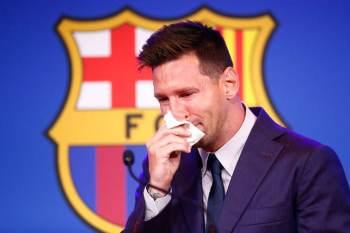 """Segundo ele, """"esse é o momento mais difícil de sua carreira como jogador""""; Messi não descarta ida ao PSG"""