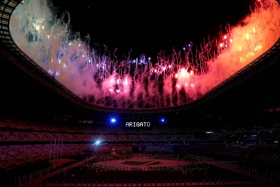Estádio Olímpico de Tóquio exibe agradecimento a todos os participantes