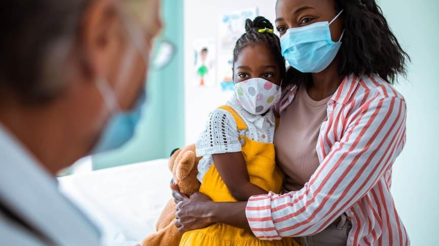 Entre 20 e 26 de agosto, uma média de 330 crianças foram admitidas em hospitais todos os dias com Covid-19