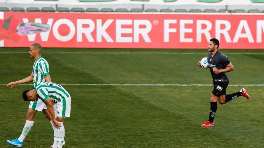 O jogador Hulk do Atlético MG comemora gol durante a partida Juventude e Atlético-MG, válido pelo Campeonato Brasileiro Série A, realizado na cidade de Caxias do Sul, neste domingo,08.