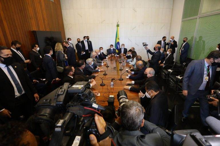 Cerimônia de entrega da MP do Auxílio Brasil e da PEC dos precatórios