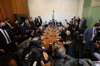 Espaço permitiria aumentar valor do novo Bolsa Família, o Auxílio Brasil, mas aumenta risco fiscal