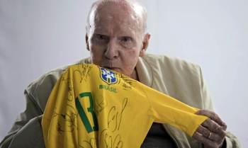 Obra conta com depoimentos de craques como Pelé, Rivelino, Ronaldo Fenômeno, Carlos Alberto Parreira e o treinador português José Mourinho