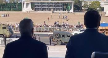 Desfile de veículos militares provocou reação entre parlamentares; votação da PEC do voto impresso está prevista para acontecer também nesta terça-feira (10)