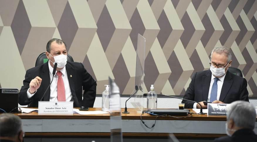 Os senadores Omar Aziz (PSD-AM), presidente, e Renan Calheiros (MDB-AL), relator da CPI da Pandemia