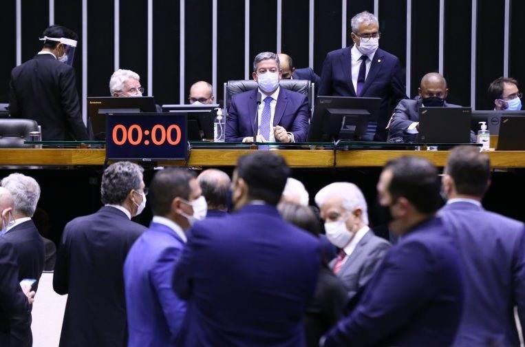 Arthur Lira comanda sessão na Câmara dos Deputados