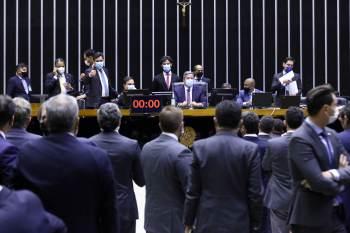 Plenário também votou pela manutenção de caráter nacional dos partidos nesta quinta-feira (12)