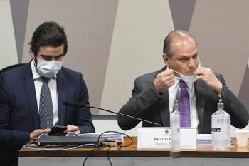 Tiago Ayres é da área de Direito Eleitoral e atua junto a políticos. Além dele, Barros contratou o próprio genro, o advogado Diego Caetano Campos Silva