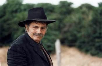O ator morreu nesta quinta-feira (12) em decorrência das complicações da Covid-19, aos 85 anos