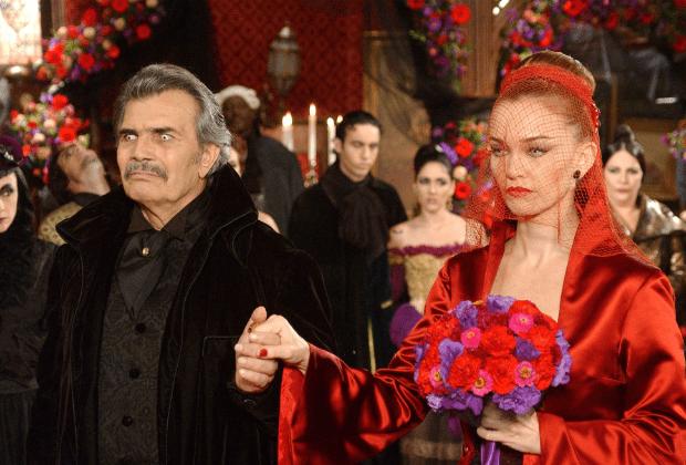 """Tarcísio Meira e Julia Lemmertz em """"O Beijo do Vampiro"""""""