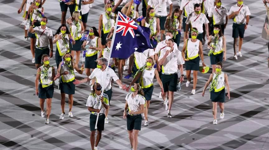 Atletas olímpicos australianos durante a Cerimônia de Abertura dos Jogos Olímpicos de Tóquio
