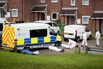 Operador de guindaste de 22 anos atirou em sete pessoas na cidade de Plymouth, ao sul do país; ele se dizia celibatário involuntário