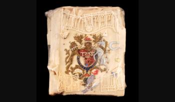 Pedaço de 40 anos, que foi mantido em filme plástico dentro de uma velha lata de bolo, foi vendido para Dominic Winter Auctioneers em 2008