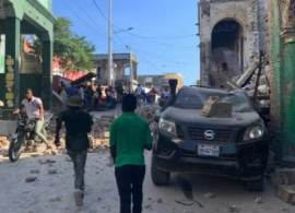 Terremoto de magnitude 7,2 atingiu diversas regiões do país na manhã deste sábado (14); número de vítimas deve subir nas próximas horas