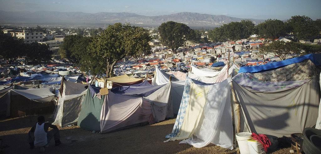 Cidade de tendas após terremoto no Haiti em 2010