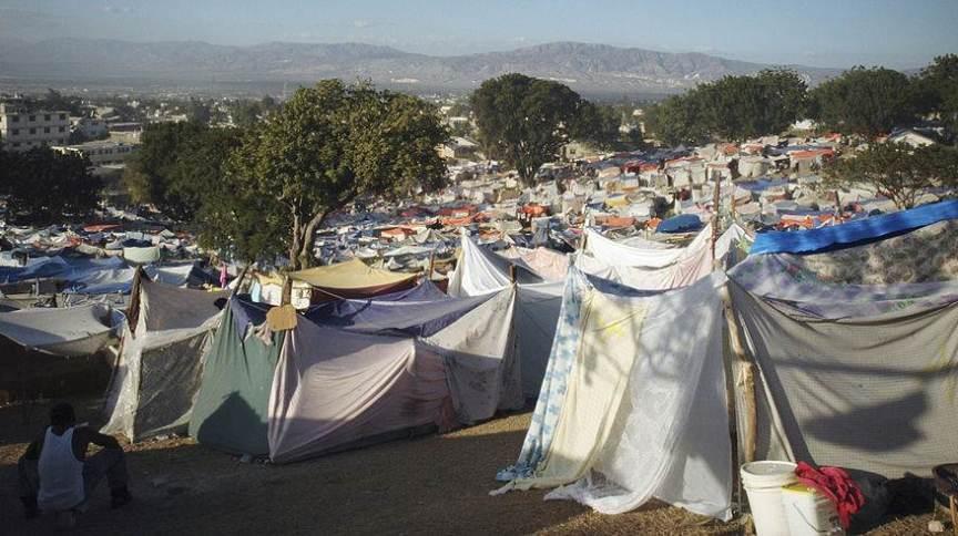 Haiti depois do terremoto de 2010: tendas montadas por afetados pelos tremores se espalharam por Porto Príncipe