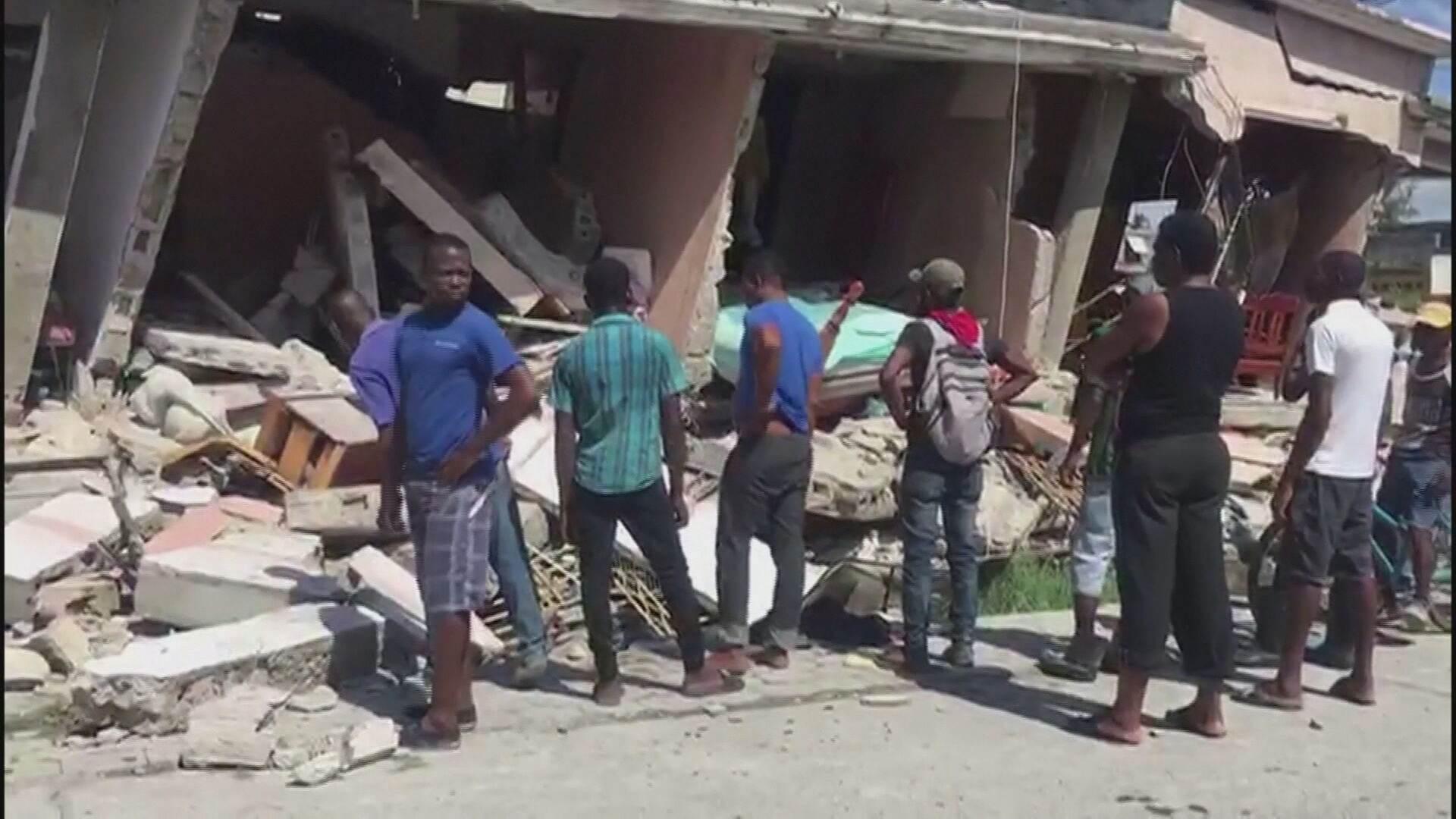 Crise política e miséria atrasam resgate a vítimas do terremoto no Haiti (14.Ago