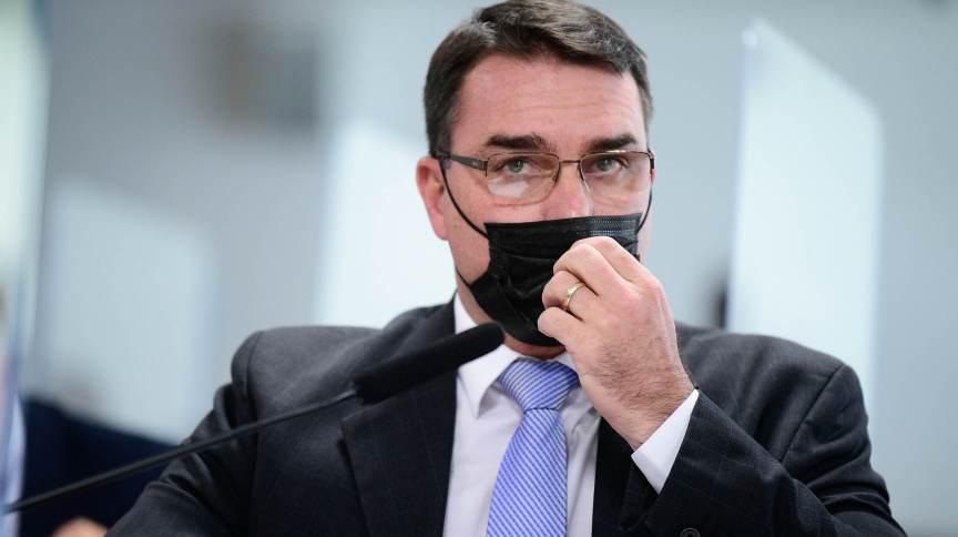 STJ analisará embargos da defesa do senador Flávio Bolsonaro