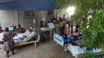 Um policial em patrulha em Les Cayes disse que não houve relatos imediatos de mais mortes ou danos na região