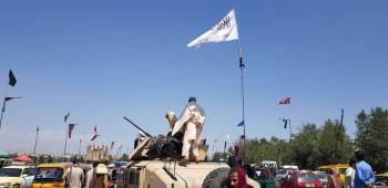 A correspondente Clarissa Ward relata o esforço do grupo para dar tons de 'normalidade' na capital, mas afegãos não acreditam na moderação dos militantes
