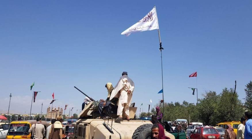 Membros da Talibã patrulham Cabul após assumirem o controle da capital afegã