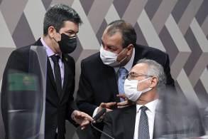 Imagens de pagamentos da VTCLog a Roberto Dias, acusado de pedir propina por vacinas, estimularam reconvocação do motoboy ausente no depoimento de hoje