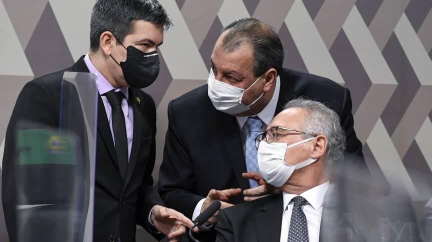 Os senadores Omar Aziz (PSD-AM), Renan Calheiros (MDB-AL) e Randolfe Rodrigues (Rede-AP), membros da cúpula da CPI da Pandemia