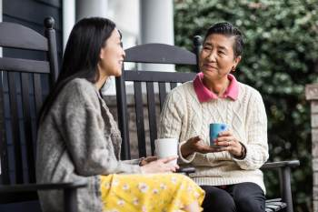 A socialização ajuda o cérebro a se tornar mais resistente aos impactos do avanço da idade e de doenças neurológicas, segundo pesquisa