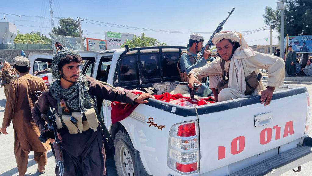 Militantes do Talibã na tomada de Cabul neste domingo (15)