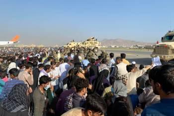 EUA estimam que há cerca de 65 mil aliados afegãos com suas famílias tentando sair do país desde a ascensão do grupo islâmico