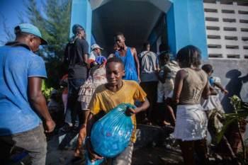 Terremoto que atingiu o país foi seguido de uma tempestade tropical, que piorou o acesso às regiões que necessitam de ajuda