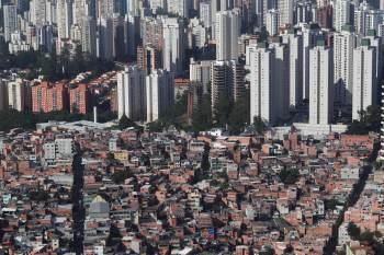 Nessas cidades, metade dos domicílios tem quartos compartilhados por mais de duas pessoas