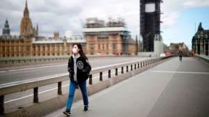 Falta de máscaras permitiu aumento de casos de Covid no Reino Unido, diz médico
