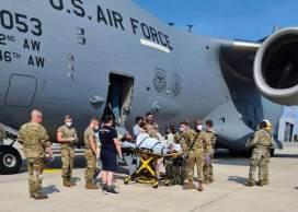 Mulher entrou em trabalho de parto em 28 mil pés de altitude e militares pousaram o avião para ajudar no nascimento