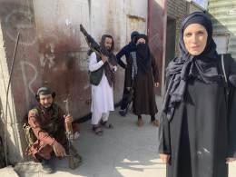 Correspondente internacional da CNN, que se destacou por falar frente a frente com líderes talibãs, faz coberturas há mais de 15 anos e já atuou na Síria e Iraque, entre outros países