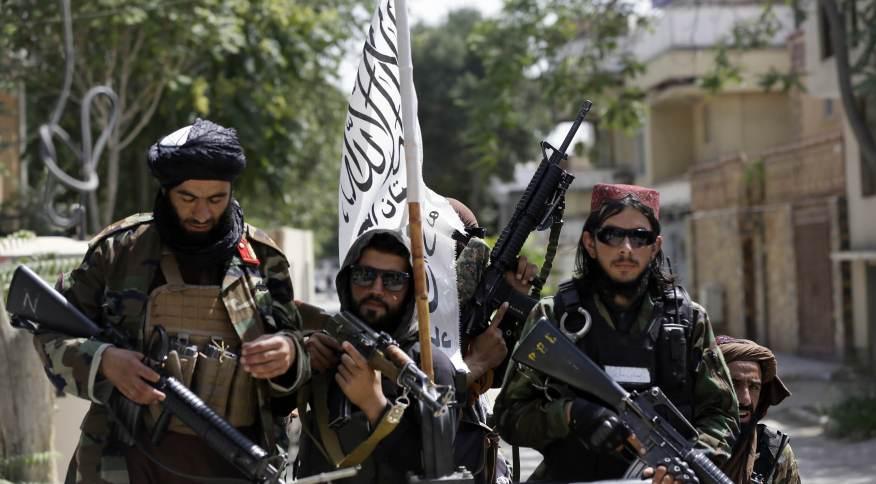 """Combatentes do Talibã durante o """"Dia da Independência do Afeganistão"""""""