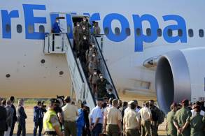 Brasileiro e familiares desembarcaram em Madri, na Espanha, nesta sexta-feira (27)