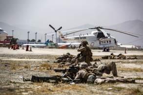 Mais de 100 mil pessoas já deixaram o país após a queda de Cabul para o Talibã, mas muitos afegãos aliados devem ser deixados para trás