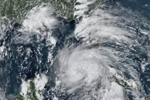 Furacão atinge Louisiana no aniversário de 16 anos do Katrina, que devastou Nova Orleans