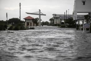 Mariana Sampaio estava em Nova Orleans no momento da passagem do fenômeno e relata recomendação das autoridades locais para permanecer abrigada até terça-feira (31)