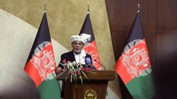Nas horas finais, um oficial de Ghani se reuniu em Cabul com um membro proeminente de um grupo aliado tanto do Talibã quanto da Al-Qaeda, que lhe disse sem rodeios que o governo deveria se render
