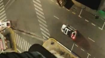 Criminosos atacaram agências bancárias da cidade e usaram reféns como 'escudo humano' nos carros em movimento