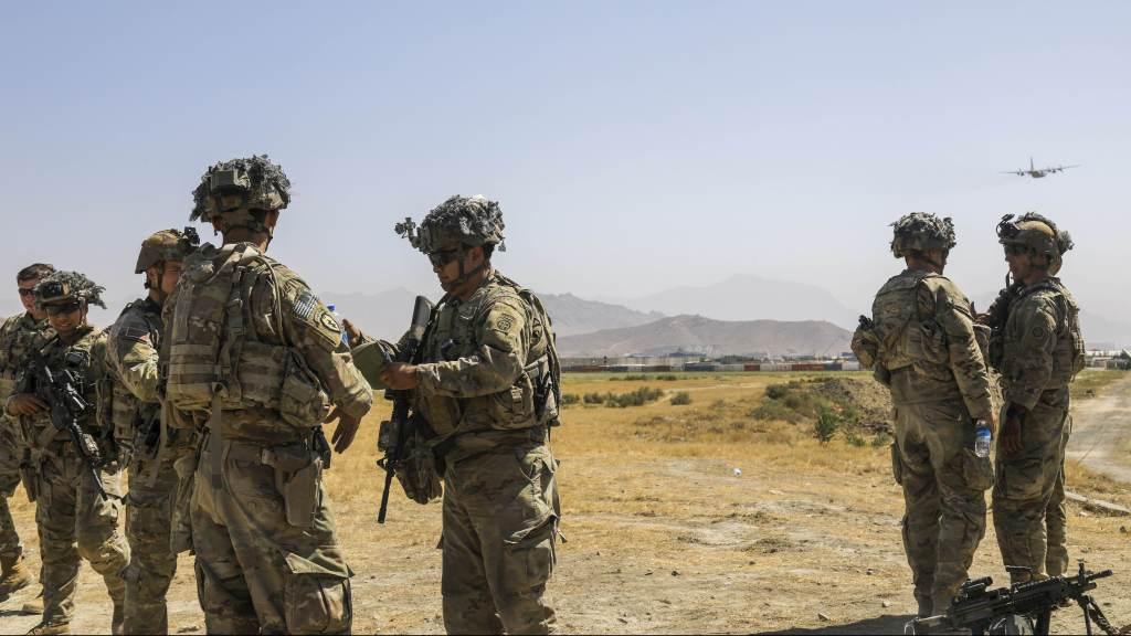EUA correm contra o tempo para retirar cerca de 1,5 mil cidadãos do Afeganistão