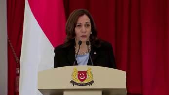 Vice-presidente dos EUA diz que no futuro haverá oportunidades para avaliar a saída de Cabul; ela também defende liberdade de navegação, inclusive no Mar da China Meridional